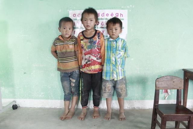 Thương hàng trăm em nhỏ lấm lem đi kiếm chữ trong hội trường thôn, buôn - 2