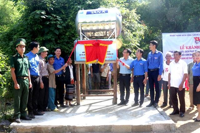 Xây dựng công trình nước sạch hỗ trợ đồng bào dân tộc nơi biên giới - 1