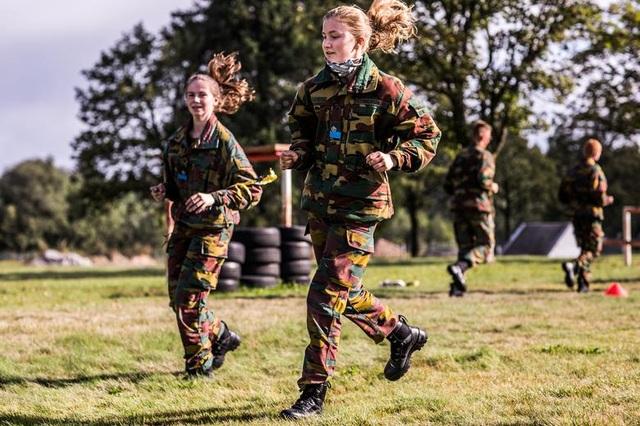 Công chúa kế vị Bỉ lăn xả khi tham gia huấn luyện quân sự - 6