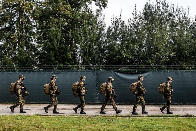 Công chúa kế vị Bỉ lăn xả khi tham gia huấn luyện quân sự - 11