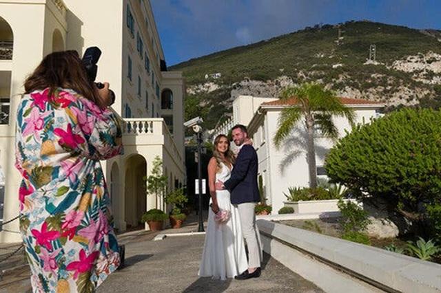 """Cách Gibraltar trở thành """"điểm nóng"""" hôn lễ thời Covid-19 của châu Âu - 3"""