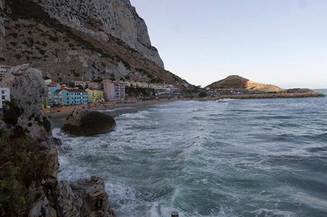 """Cách Gibraltar trở thành """"điểm nóng"""" hôn lễ thời Covid-19 của châu Âu - 6"""