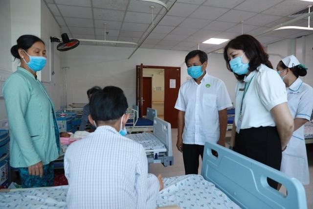 Ông Đoàn Ngọc Hải đưa bệnh nhi mồ côi viêm cơ tim tối cấp về quê - 3