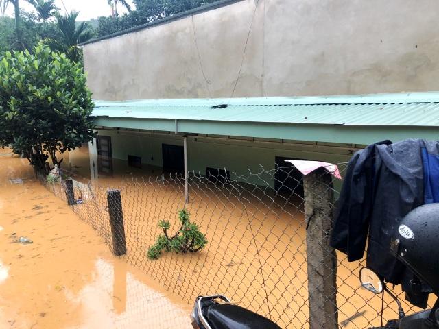 Hai huyện miền núi Quảng Nam bị chia cắt do bão số 5 - 2
