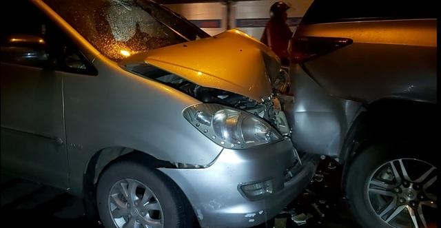 Tai nạn giao thông liên hoàn trên cầu Rạch Miễu khiến ùn tắc cả cây số - 1