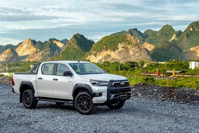 Toyota Hilux, Ford Ranger, Mitsubishi Triton: Xe bán tải nào cho khách Việt? - 1