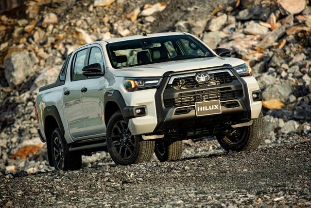 Toyota Hilux, Ford Ranger, Mitsubishi Triton: Xe bán tải nào cho khách Việt? - 2
