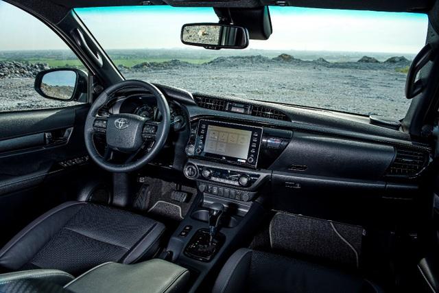 Toyota Hilux, Ford Ranger, Mitsubishi Triton: Xe bán tải nào cho khách Việt? - 3