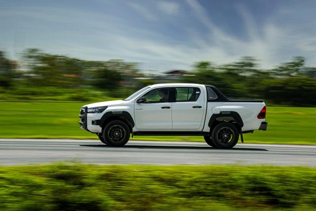 Toyota Hilux, Ford Ranger, Mitsubishi Triton: Xe bán tải nào cho khách Việt? - 4