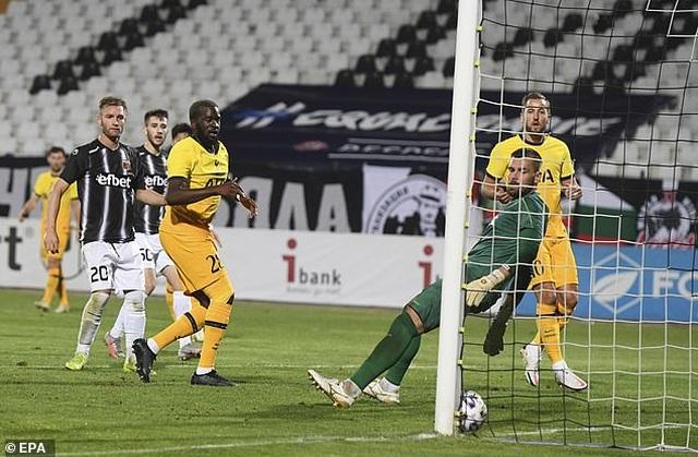 HLV Mourinho chạm mốc 100 trận thắng ở Cúp châu Âu - 9