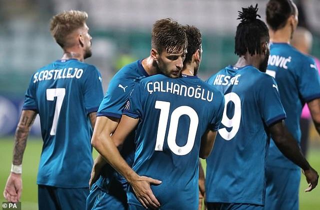 Ibrahimovic ghi bàn giúp AC Milan đi tiếp ở Europa League - 8