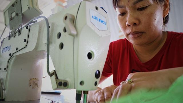 Kỹ sư 9x chế máy sản xuất bẫy ruồi, tạo việc làm cho nhiều người - 9