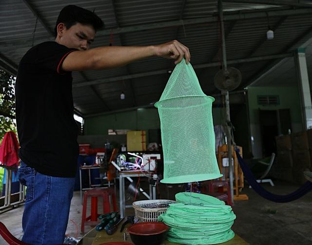 Kỹ sư 9x chế máy sản xuất bẫy ruồi, tạo việc làm cho nhiều người - 2
