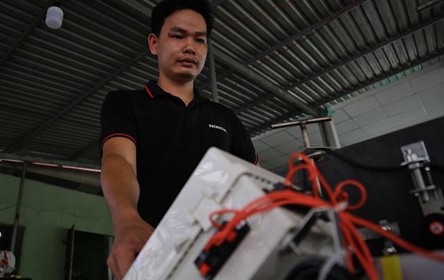 Kỹ sư 9x chế máy sản xuất bẫy ruồi, tạo việc làm cho nhiều người - 3