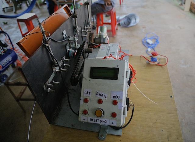 Kỹ sư 9x chế máy sản xuất bẫy ruồi, tạo việc làm cho nhiều người - 4