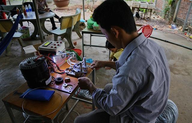 Kỹ sư 9x chế máy sản xuất bẫy ruồi, tạo việc làm cho nhiều người - 5