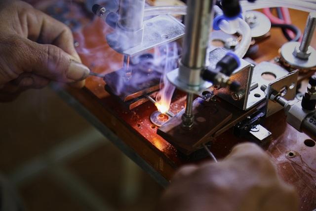 Kỹ sư 9x chế máy sản xuất bẫy ruồi, tạo việc làm cho nhiều người - 6