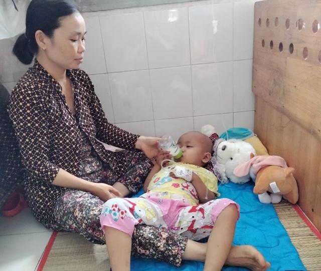 Xót xa cảnh người mẹ nghẹn ngào chăm hai con bệnh hiểm - 3