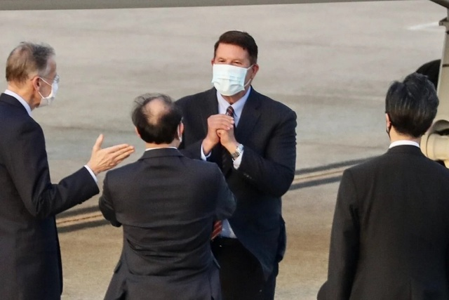 """Quan chức Mỹ thăm Đài Loan, Trung Quốc cảnh báo """"đừng đùa với lửa"""" - 1"""
