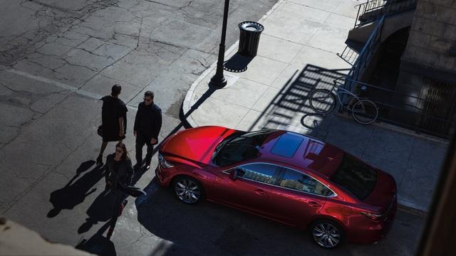 Khách hàng nhận nhiều ưu đãi khi mua New Mazda6 - 1