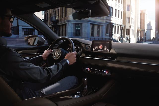 Khách hàng nhận nhiều ưu đãi khi mua New Mazda6 - 2