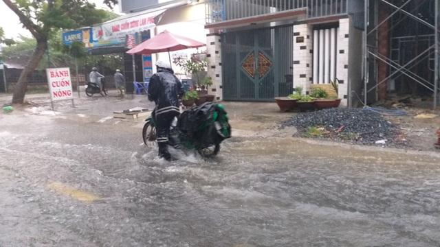 Đà Nẵng mưa và sấm liên hồi, nhiều tuyến đường bị ngập - 4