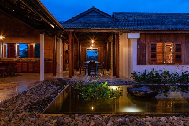 Nhà gỗ truyền thống như biệt phủ xưa của gia đình 3 thế hệ ở Nam Bộ - 4