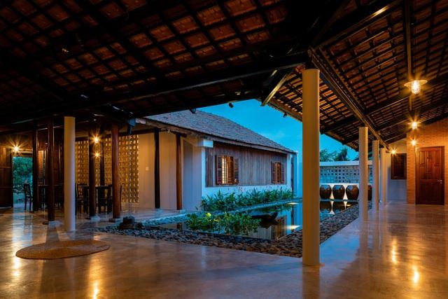 Nhà gỗ truyền thống như biệt phủ xưa của gia đình 3 thế hệ ở Nam Bộ - 5