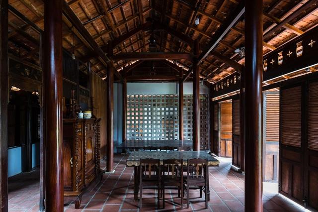 Nhà gỗ truyền thống như biệt phủ xưa của gia đình 3 thế hệ ở Nam Bộ - 6