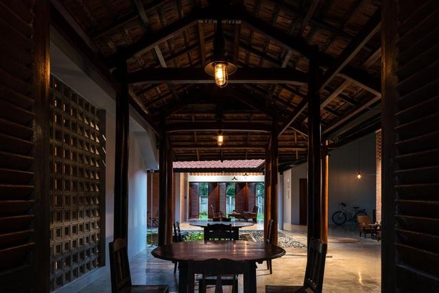 Nhà gỗ truyền thống như biệt phủ xưa của gia đình 3 thế hệ ở Nam Bộ - 8