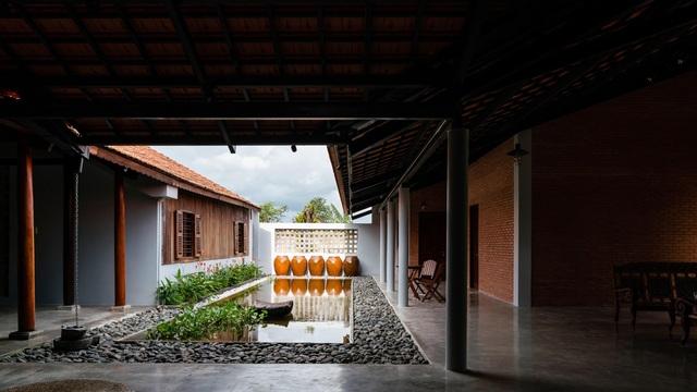 Nhà gỗ truyền thống như biệt phủ xưa của gia đình 3 thế hệ ở Nam Bộ - 11