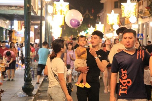 Hà Nội tổ chức lại phố đi bộ quanh hồ Hoàn Kiếm - 1