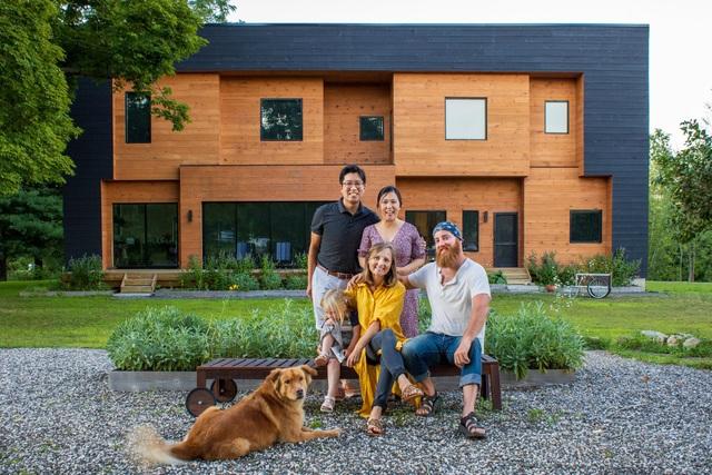 Cặp vợ chồng bỏ phố về quê xây nhà, làm trang trại sống bình yên - 1