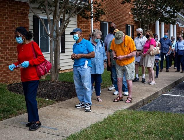 Cử tri tại 4 bang bắt đầu bỏ phiếu sớm bầu tổng thống Mỹ - 1