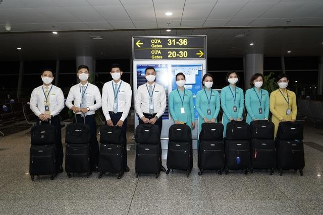 Chuyến bay đầu tiên khai thác thương mại quốc tế sau 6 tháng tạm dừng - 4