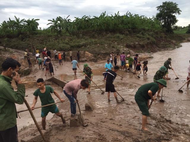 Quảng Trị:  Thanh niên Biên phòng giúp dân khắc phục hậu quả sau bão - 1