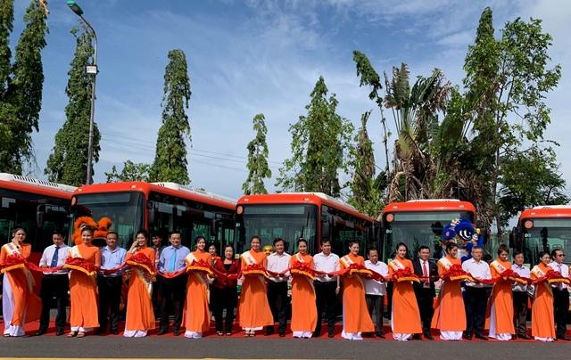 Cần Thơ: Khai trương 5 tuyến xe buýt nội tỉnh chất lượng cao - 1