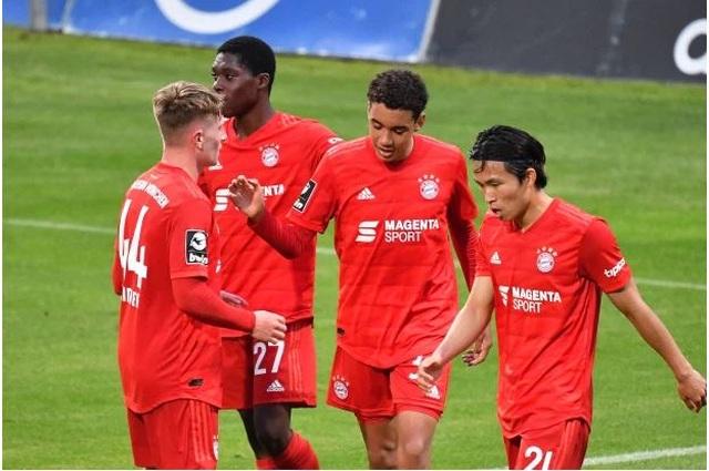 Thần đồng 17 tuổi vừa lập kỷ lục ở Bayern Munich là ai? - 4