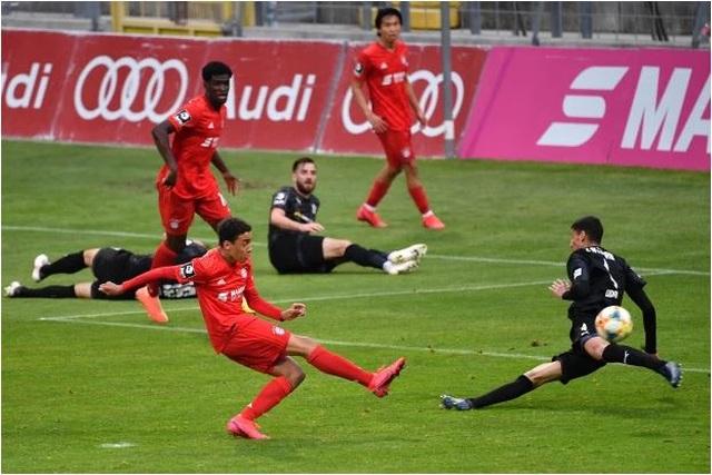 Thần đồng 17 tuổi vừa lập kỷ lục ở Bayern Munich là ai? - 1