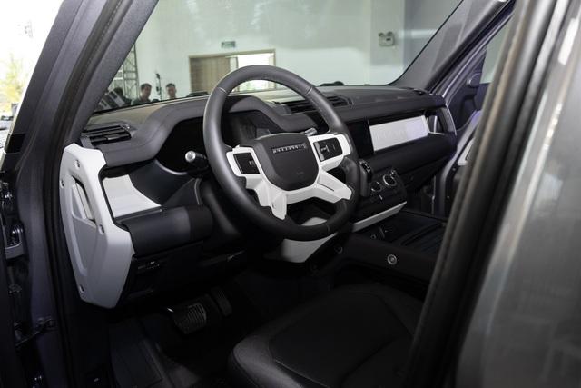 Land Rover Defender giá từ 3,85 tỷ - SUV cho đại gia Việt thích khám phá - 15