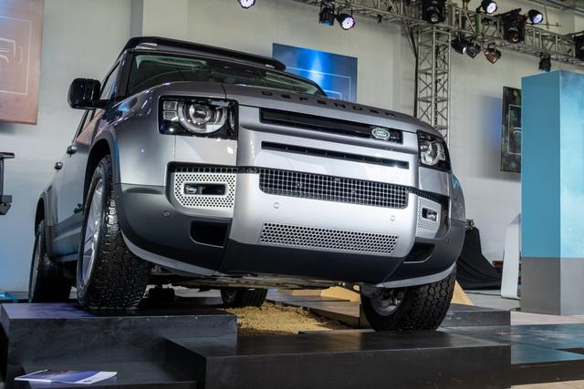 Land Rover Defender giá từ 3,85 tỷ - SUV cho đại gia Việt thích khám phá - 2