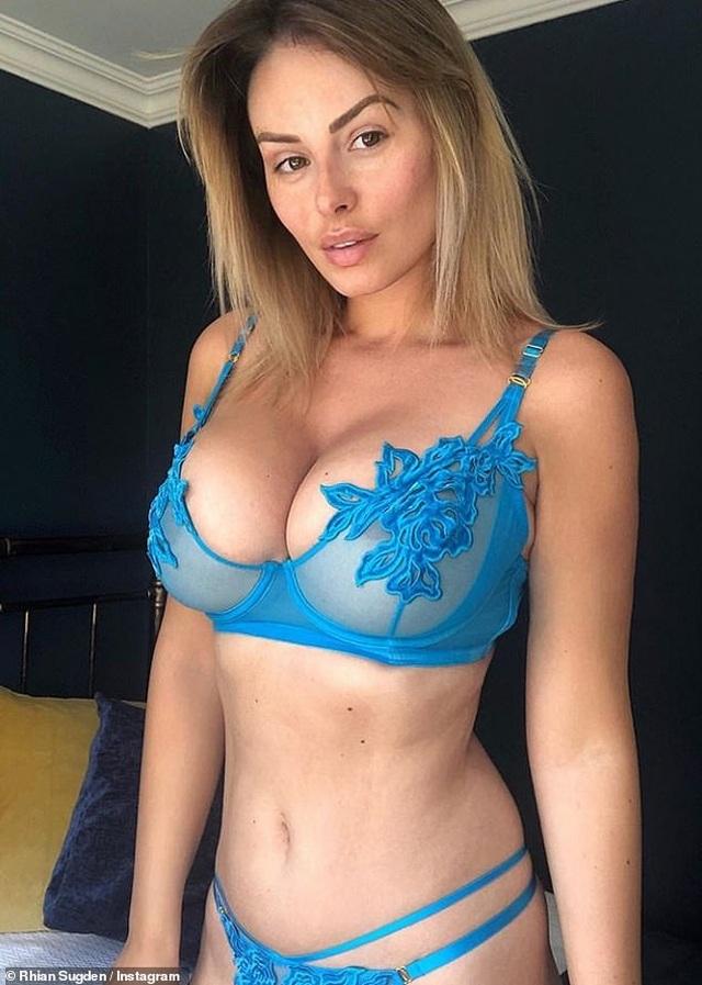 Người mẫu Rhian Sugden liên tục tung ảnh nóng - 3