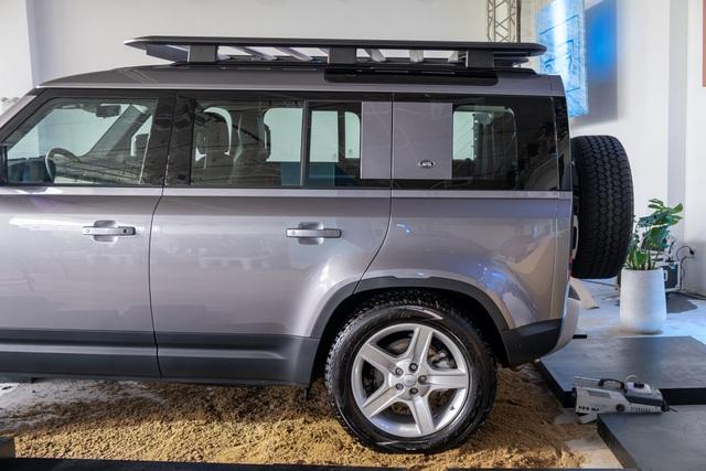 Land Rover Defender giá từ 3,85 tỷ - SUV cho đại gia Việt thích khám phá - 5