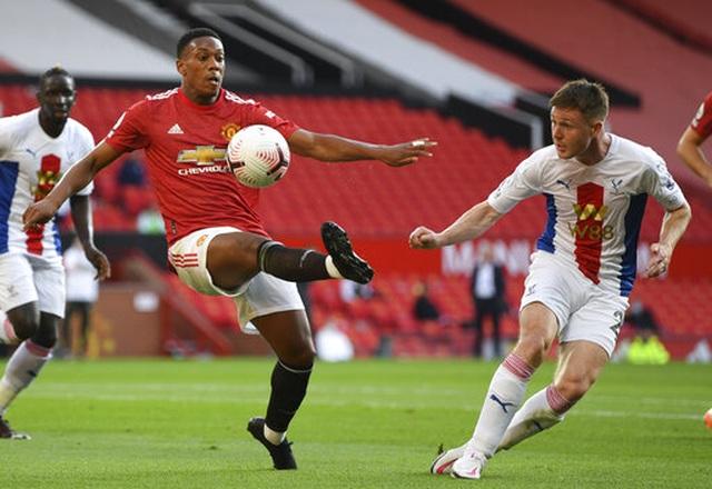 Man Utd 1-3 Crystal Palace: Điểm sáng nhỏ từ Van de Beek - 9