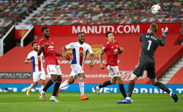 Man Utd 1-3 Crystal Palace: Điểm sáng nhỏ từ Van de Beek - 4