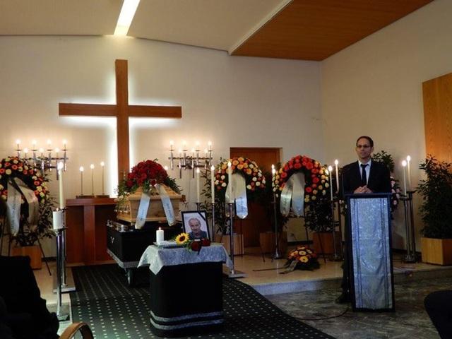Nhiều quan chức tới dự tang lễ của cựu HLV Alfred Riedl - 2