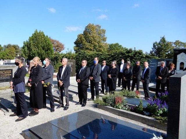 Nhiều quan chức tới dự tang lễ của cựu HLV Alfred Riedl - 3