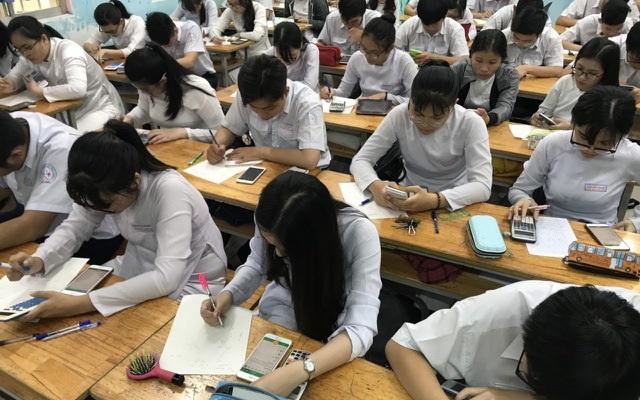 Học sinh được sử dụng điện thoại: Chuyên gia giáo dục nói gì? - 1