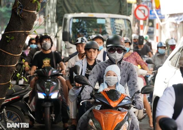 Choáng ngợp rừng cao ốc chen chúc trên đoạn đường dài gần 1km ở Hà Nội - 12
