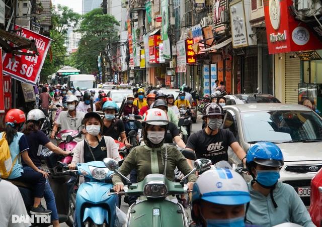 Choáng ngợp rừng cao ốc chen chúc trên đoạn đường dài gần 1km ở Hà Nội - 9